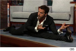 Jeremy Piven does the splits