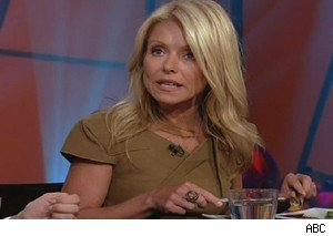 Kelly Ripa learns the ropes as an 'Iron Chef' judge on 'Live With Regis and Kelly'