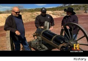 Rick Harrison tries out a Hotchkiss revolving cannon on 'Pawn Stars'