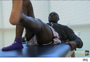 Terrell Owens rehabs his leg on 'The T.O. Show' 