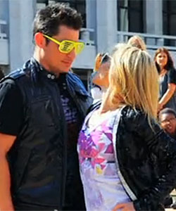 Nick Lachey & Kelly Ripa flash mob for Halloween