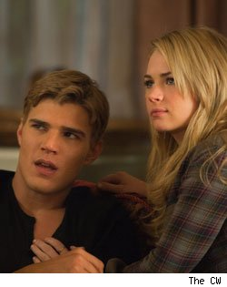 Chris Zylka and Britt Robertson