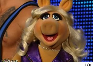 Miss Piggy, 'WWE Monday Night RAW'