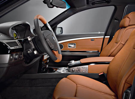 7 Series Exclusive Edition - Carbon Black/Gold Brown