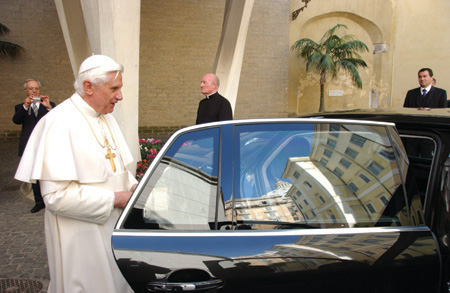Papal Power: VW presents Pope Benedict with 450HP Phaeton - Autoblog