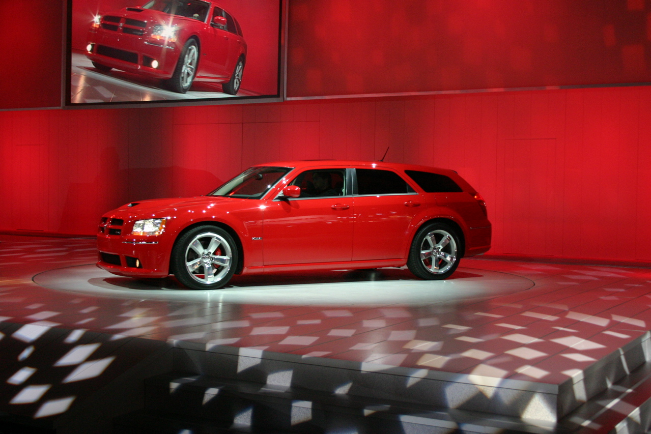 2008 dodge magnum and srt 8 photo gallery autoblog 2017 2018 best cars reviews