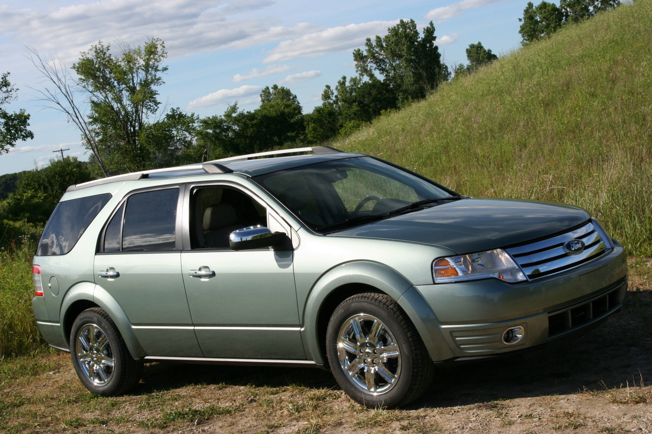 autoblog garage 2008 ford taurus x photos. Black Bedroom Furniture Sets. Home Design Ideas
