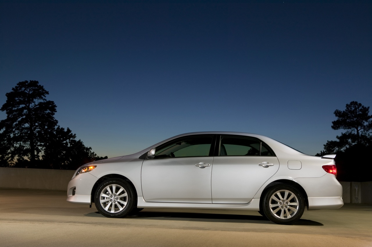 toyota won 39 t face recall for corolla unintended acceleration autoblog. Black Bedroom Furniture Sets. Home Design Ideas