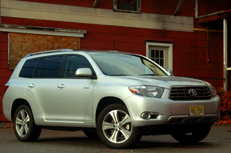 consumer reports rates toyota highlander no 1 won 39 t recommend it. Black Bedroom Furniture Sets. Home Design Ideas