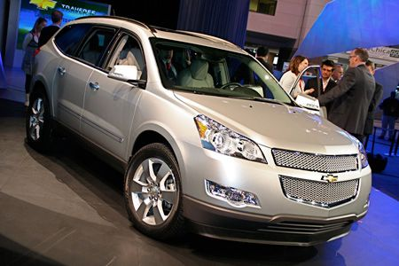 click above for more high-res live shots of the 2009 Chevy Traverse