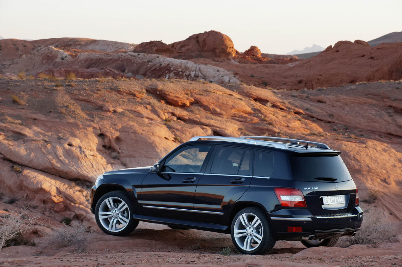 mercedes recalls 126k c glk class models for airbag system flaw autoblog. Black Bedroom Furniture Sets. Home Design Ideas