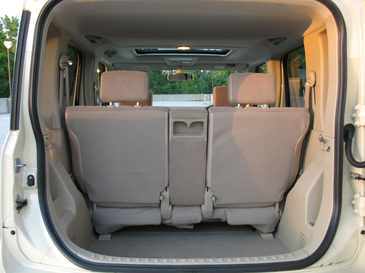 in the autoblog garage 2008 nissan cube photo gallery. Black Bedroom Furniture Sets. Home Design Ideas
