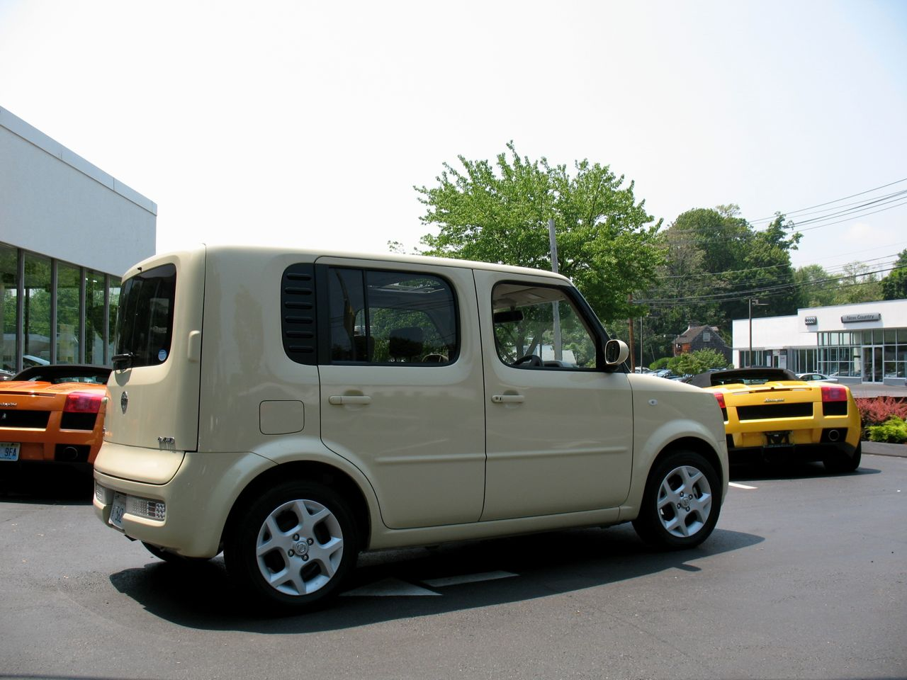 In the autoblog garage 2008 nissan cube photo gallery for Garage nissan paris