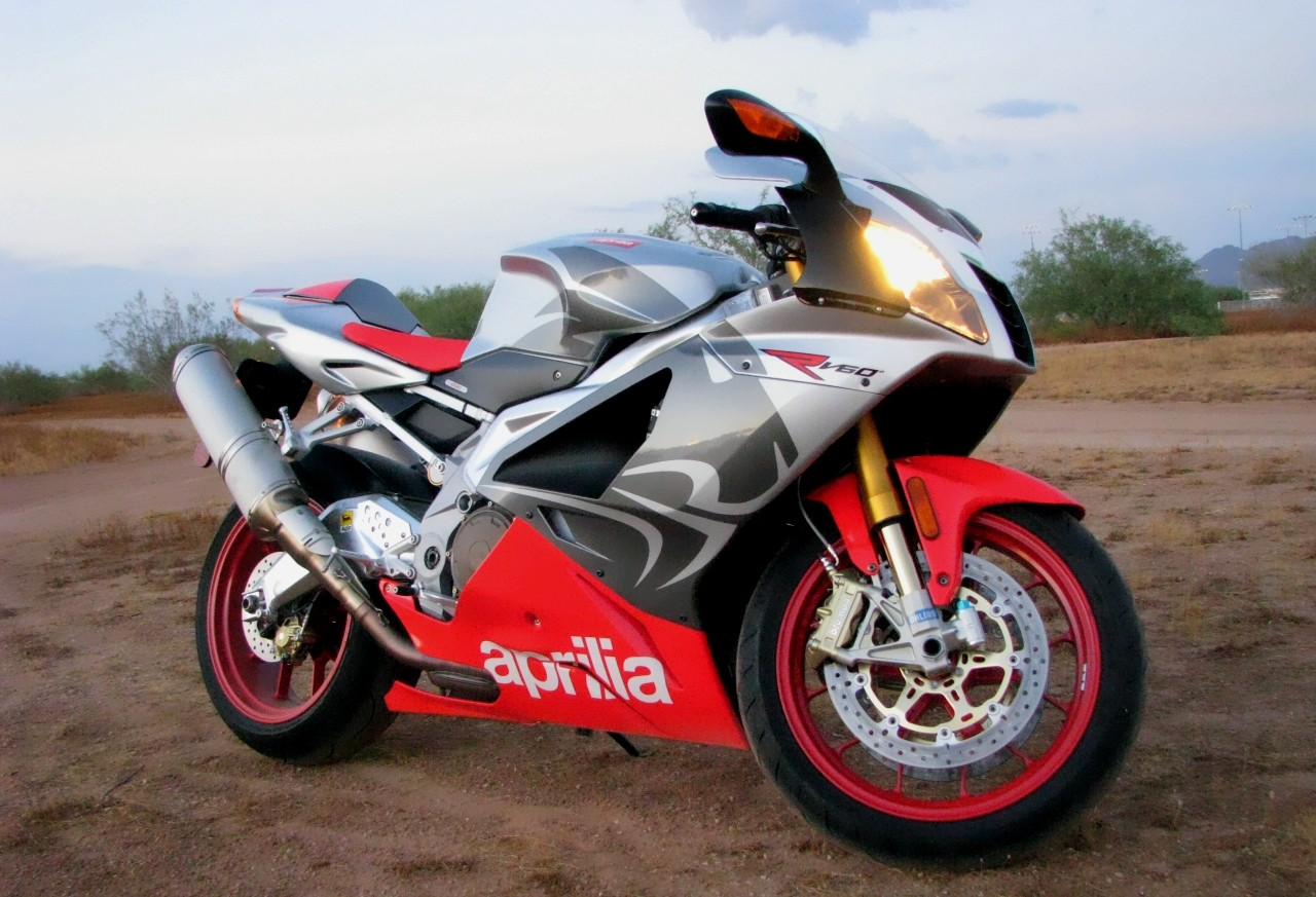 aprilia rsv 1000 r photo gallery autoblog. Black Bedroom Furniture Sets. Home Design Ideas
