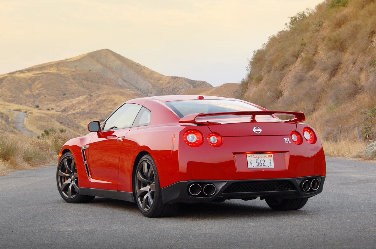 review 2009 nissan gt r photo gallery autoblog. Black Bedroom Furniture Sets. Home Design Ideas