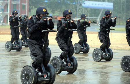 Chinese Auto Racing on Photo Of The Day  Chinese Anti Terror Segway Commandos