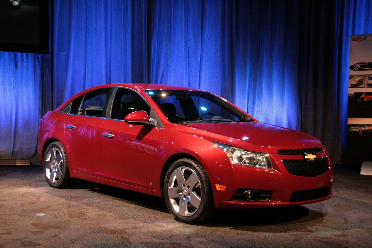 2010 chevy cruze live shots photo gallery autoblog. Black Bedroom Furniture Sets. Home Design Ideas