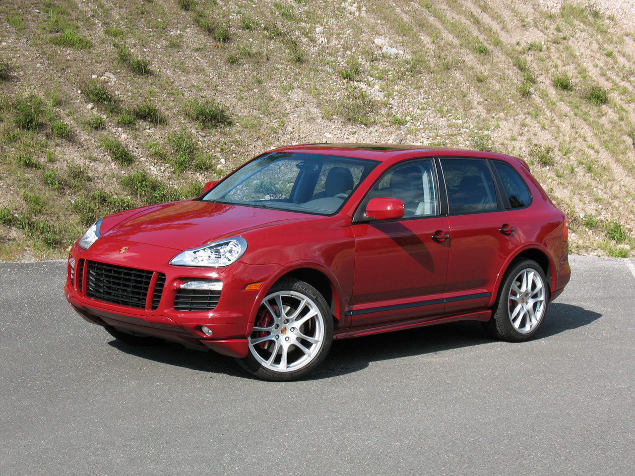 review 2008 porsche cayenne gts photo gallery autoblog. Black Bedroom Furniture Sets. Home Design Ideas
