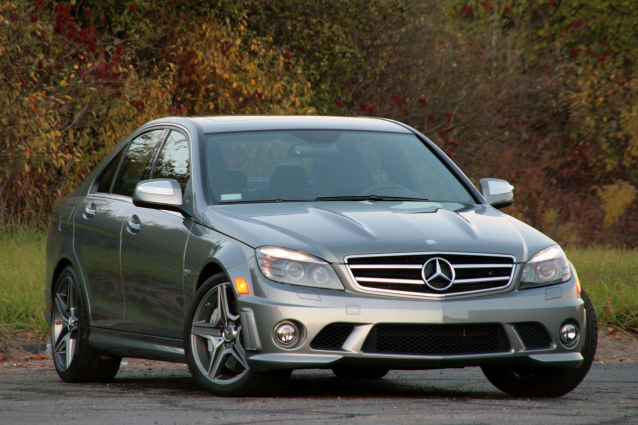 Review 2009 mercedes benz c63 amg photo gallery autoblog for 2009 mercedes benz c63 amg