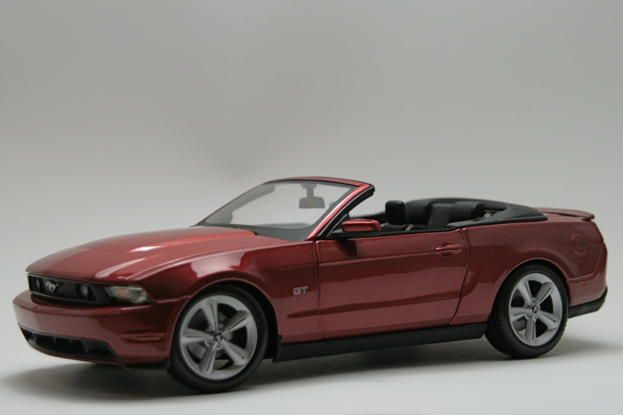 2010 ford mustang gt convertible by maisto photo gallery. Black Bedroom Furniture Sets. Home Design Ideas