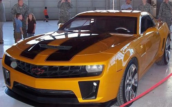 gm bringing bumblebee 2 and autobots to chicago auto show. Black Bedroom Furniture Sets. Home Design Ideas