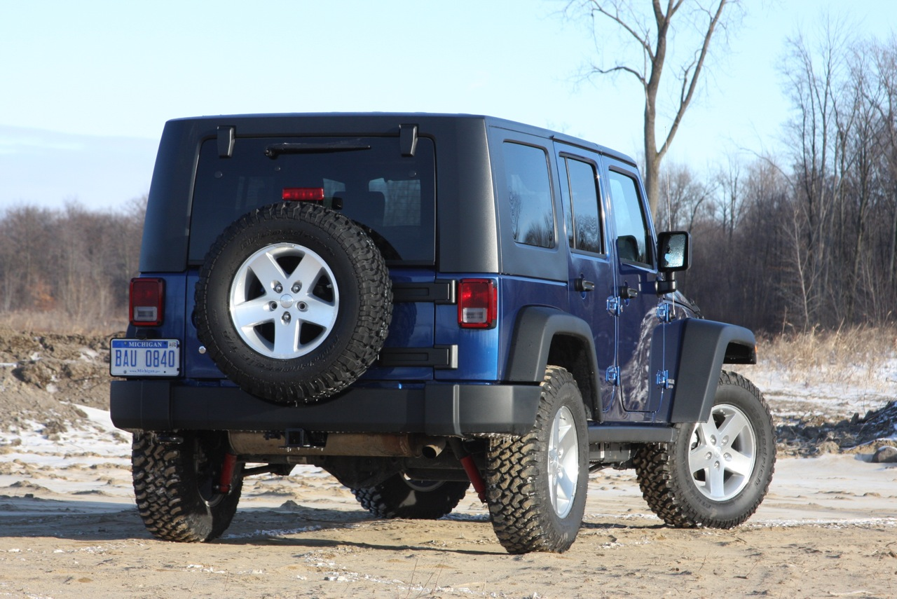 review 2009 jeep wrangler unlimited rubicon 4x4 photo gallery autoblog. Black Bedroom Furniture Sets. Home Design Ideas