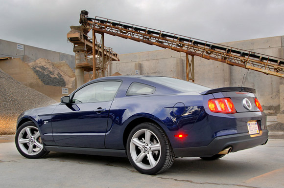review 2010 ford mustang gt a full week changes. Black Bedroom Furniture Sets. Home Design Ideas