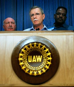 Ron Gettelfinger, UAW President in front of podium