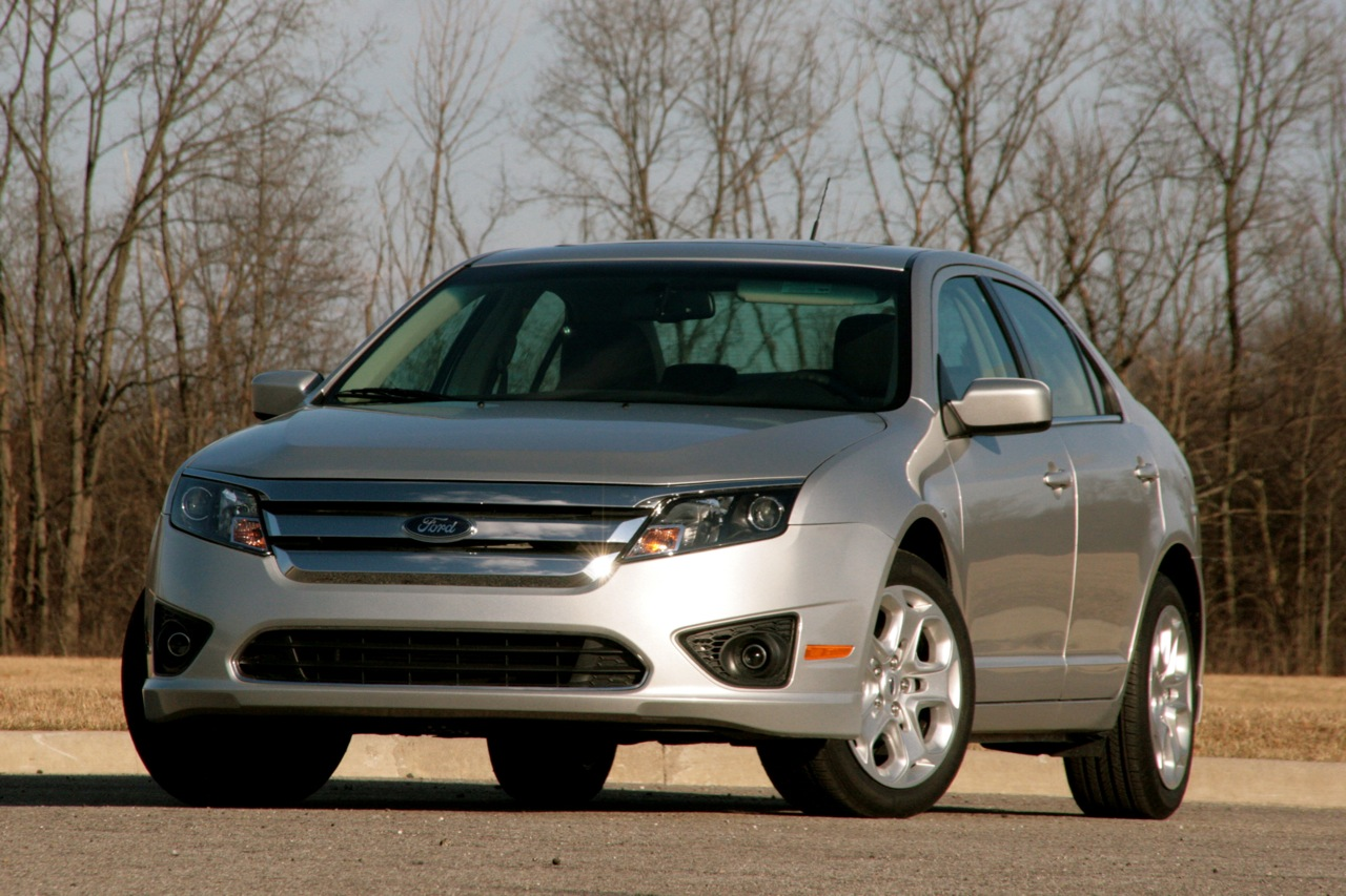 review 2010 ford fusion se 6mt proves that sometimes less is more. Black Bedroom Furniture Sets. Home Design Ideas