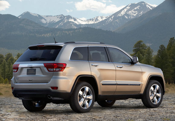 wheelbase and a more refined crossover like aesthetic how exactly is that going to appeal to the mudpluggers in the audience well jeep has added a
