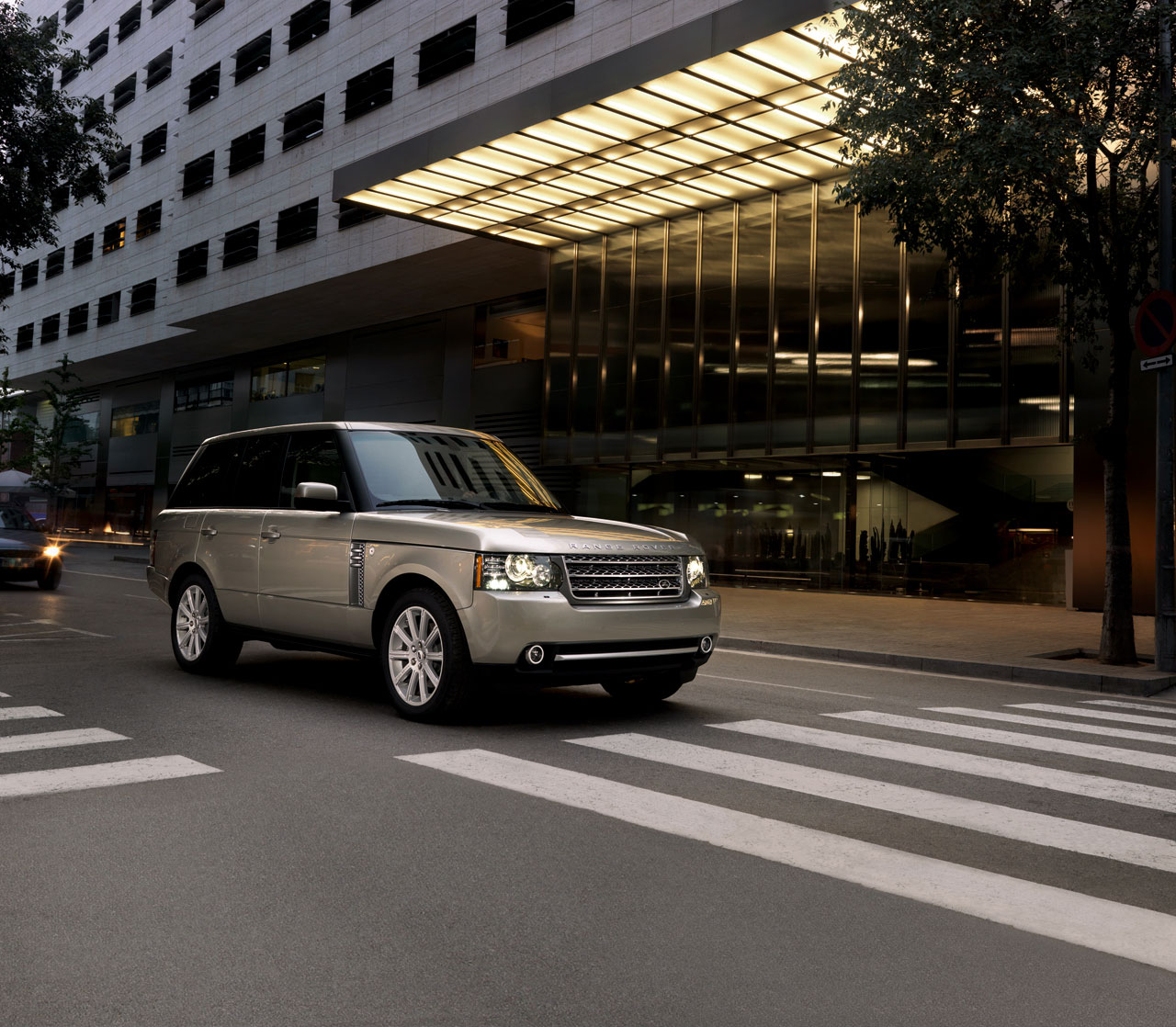 ���� 2010 ������� 01-2010-range-rover-press.jpg