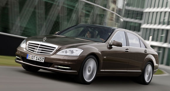 2007 Mercedes-Benz S600 vs. 2006 Rolls-Royce Phantom - Comparison ...