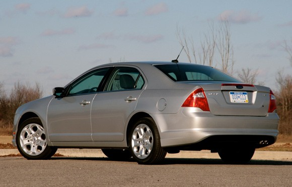 review: 2010 ford fusion se 6mt proves that sometimes less is more