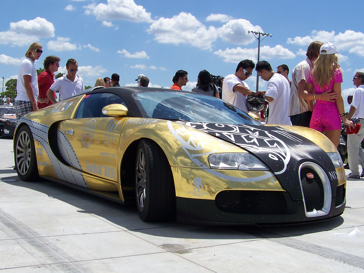 gears hd supercar 39 s bugatti veyron covered in gold edition at gumball rally. Black Bedroom Furniture Sets. Home Design Ideas