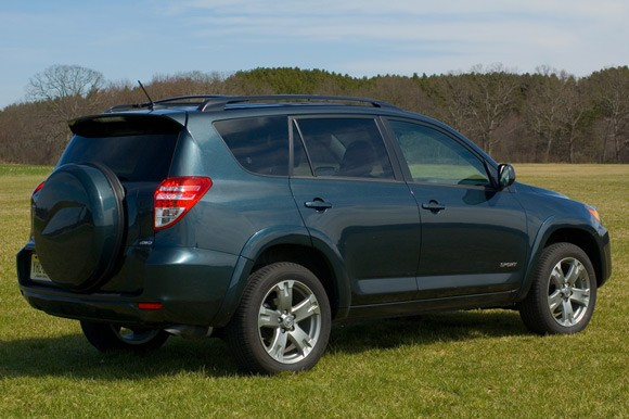 review 2009 toyota rav4 sport strikes agreeable balance. Black Bedroom Furniture Sets. Home Design Ideas