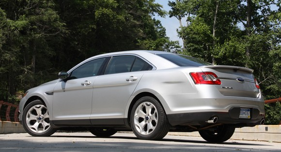 first drive 2010 ford taurus sho offers excellence without emotion autoblog. Black Bedroom Furniture Sets. Home Design Ideas