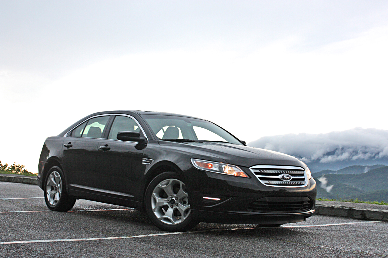 first drive 2010 ford taurus photo gallery autoblog. Black Bedroom Furniture Sets. Home Design Ideas