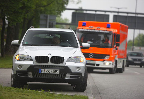 bmw-x5-passout-emergency-580.jpg