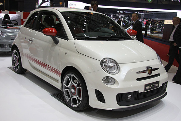 chrysler will sell four different fiat 500 variants in u s. Black Bedroom Furniture Sets. Home Design Ideas