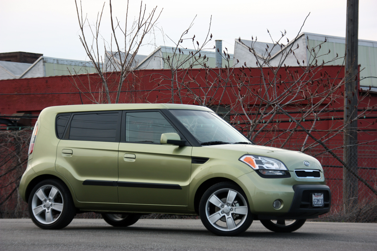 review 2010 kia soul photo gallery autoblog. Black Bedroom Furniture Sets. Home Design Ideas