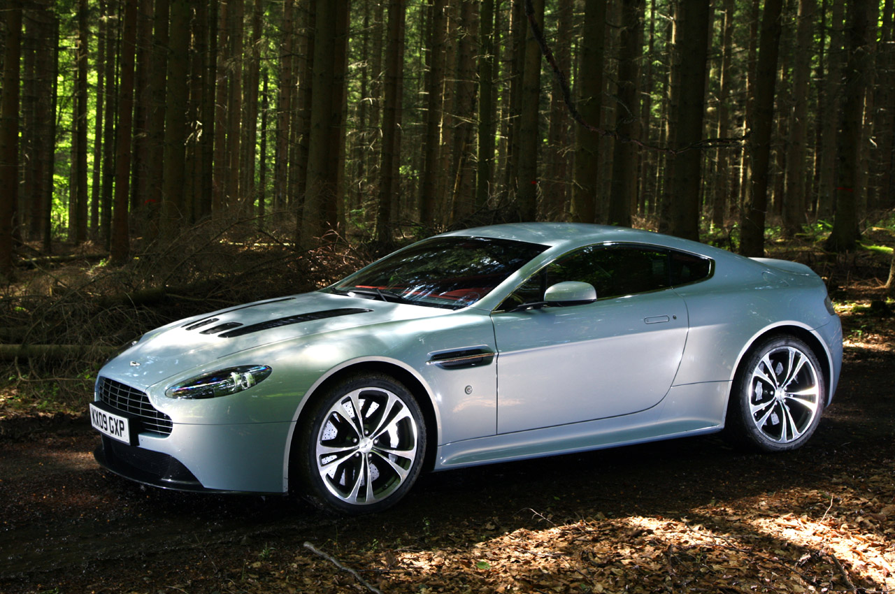 aston martin v12 vantage wallpaper. Black Bedroom Furniture Sets. Home Design Ideas