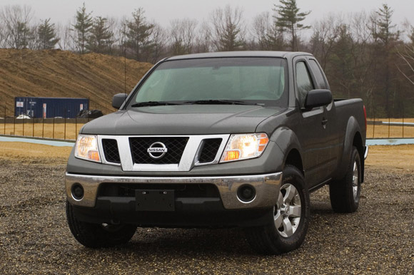 review 2009 nissan frontier continues to blaze the small truck trail. Black Bedroom Furniture Sets. Home Design Ideas