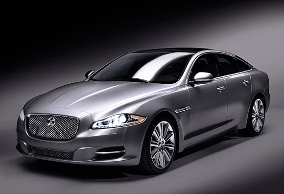 2010 Jaguar Xj We Get Handson With Coventry's New Big Cat Autoblog