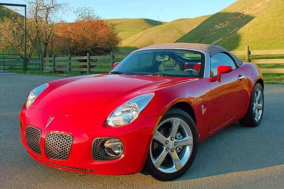 2008 pontiac solstice reviews autoblog and new car test. Black Bedroom Furniture Sets. Home Design Ideas