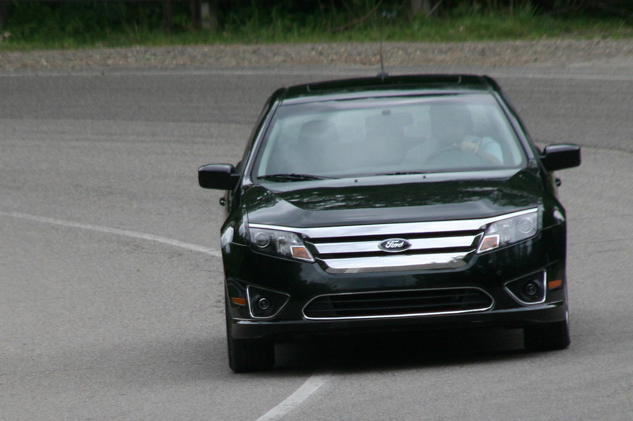 review 2010 ford fusion hybrid photo gallery autoblog. Cars Review. Best American Auto & Cars Review