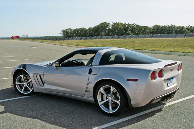 first drive 2010 chevrolet corvette grand sport autoblog. Black Bedroom Furniture Sets. Home Design Ideas