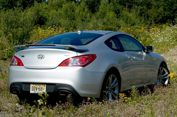 Review 2010 Hyundai Genesis Coupe 2 0t Track Makes More