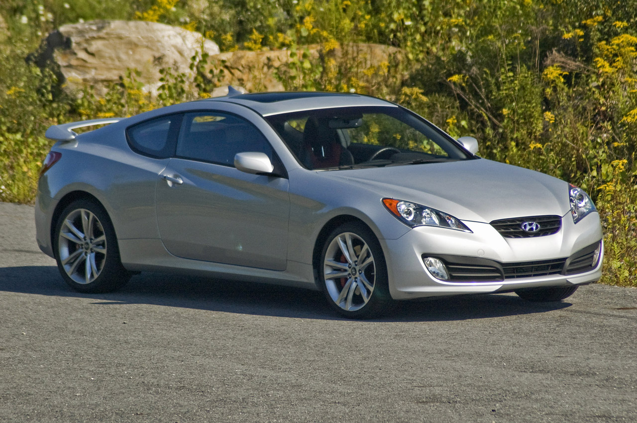 review 2009 hyundai genesis coupe 2 0t track photo gallery autoblog. Black Bedroom Furniture Sets. Home Design Ideas