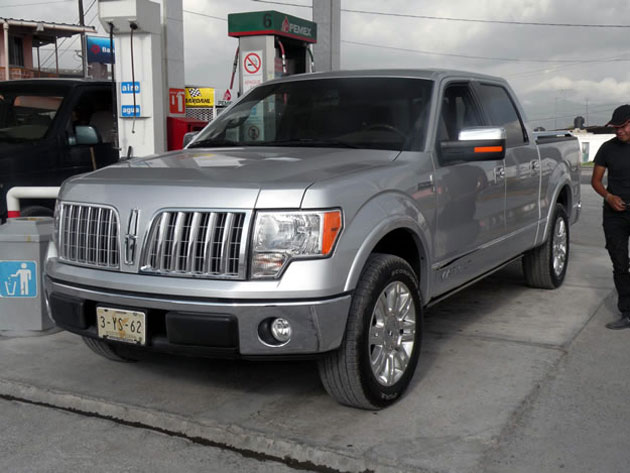ay dios mio 2011 lincoln mark lt spotted south of the border. Black Bedroom Furniture Sets. Home Design Ideas