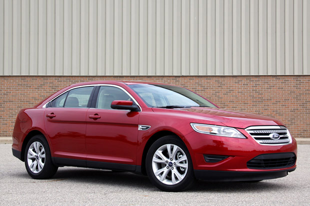 review 2010 ford taurus sel stays big goes upscale. Black Bedroom Furniture Sets. Home Design Ideas